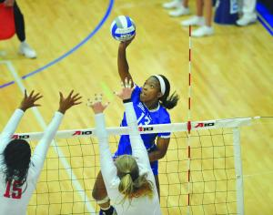 Volleyball drops championship match to Dayton in five-se­t nailbiter